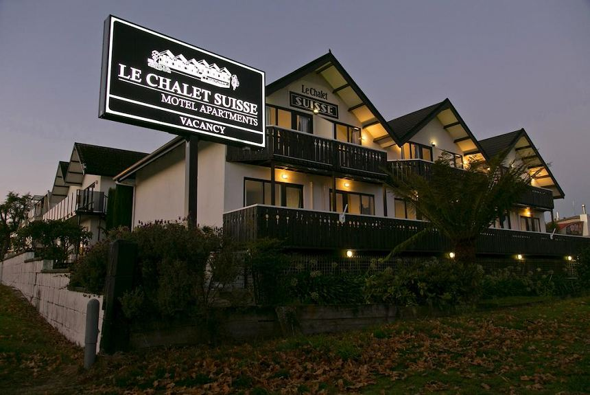 Le Chalet Suisse Motel Taupo - Property Photo