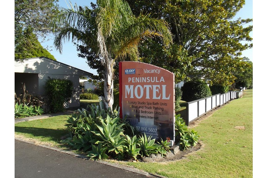 Peninsula Motel - Property Photo