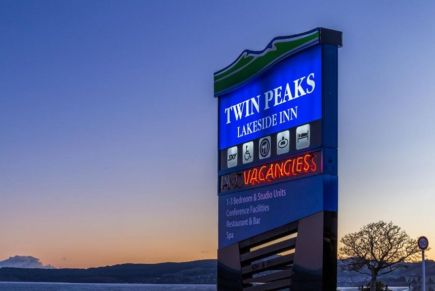 Twin Peaks Lakeside Inn - Property Photo