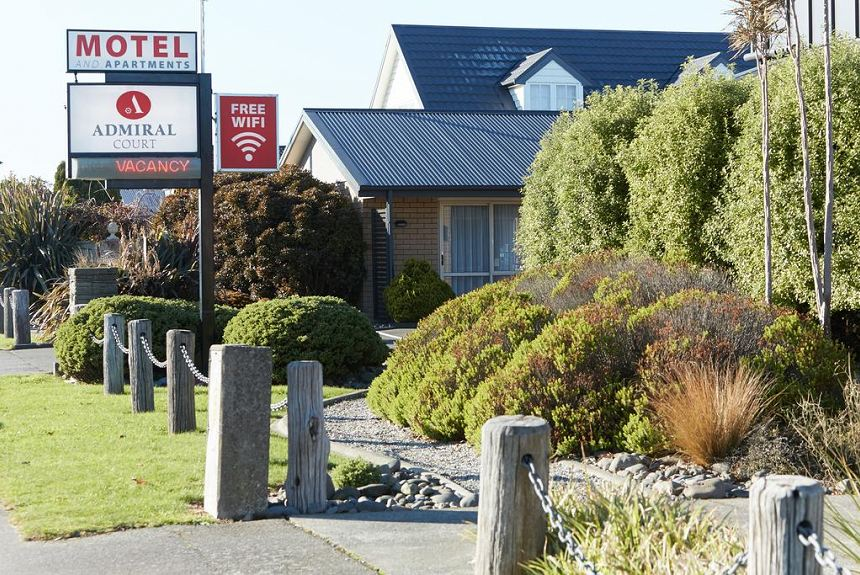 Admiral Court Motel & Apartments - Property Photo