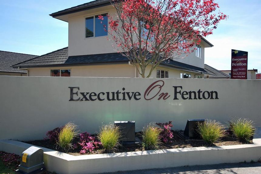 Executive On Fenton - Property Photo