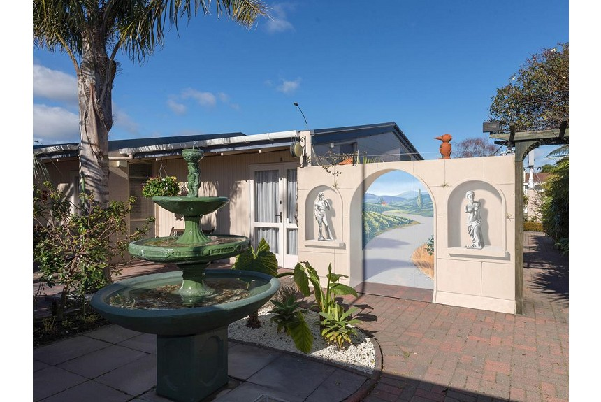 MALFROY Motor Lodge Rotorua - Accommodation and Mineral Pool - Property Photo