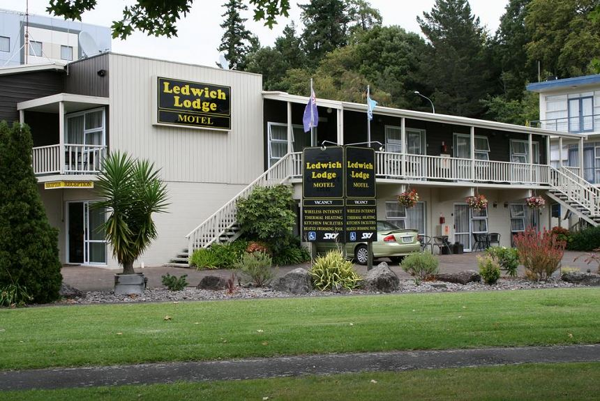 Ledwich Lodge Motel - Property Photo