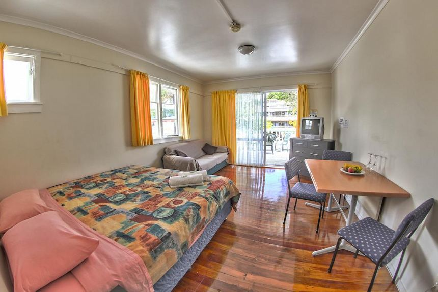 Centabay Lodge and Backpackers - Property Photo