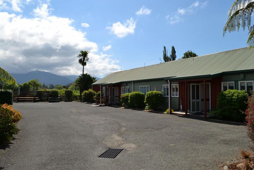 Anatoki Lodge Motel - Property Photo